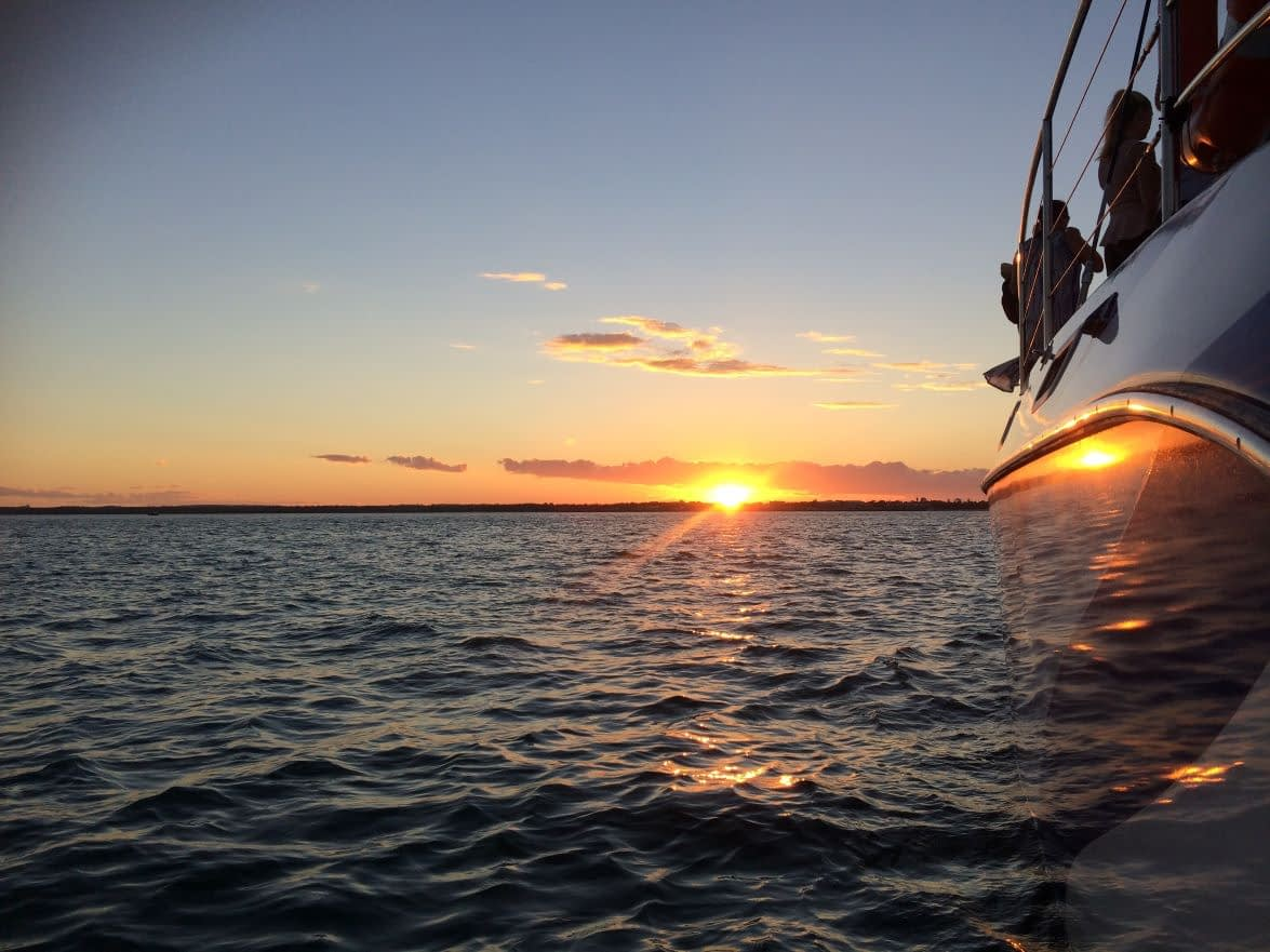 sunset-sail-blue-dolphin